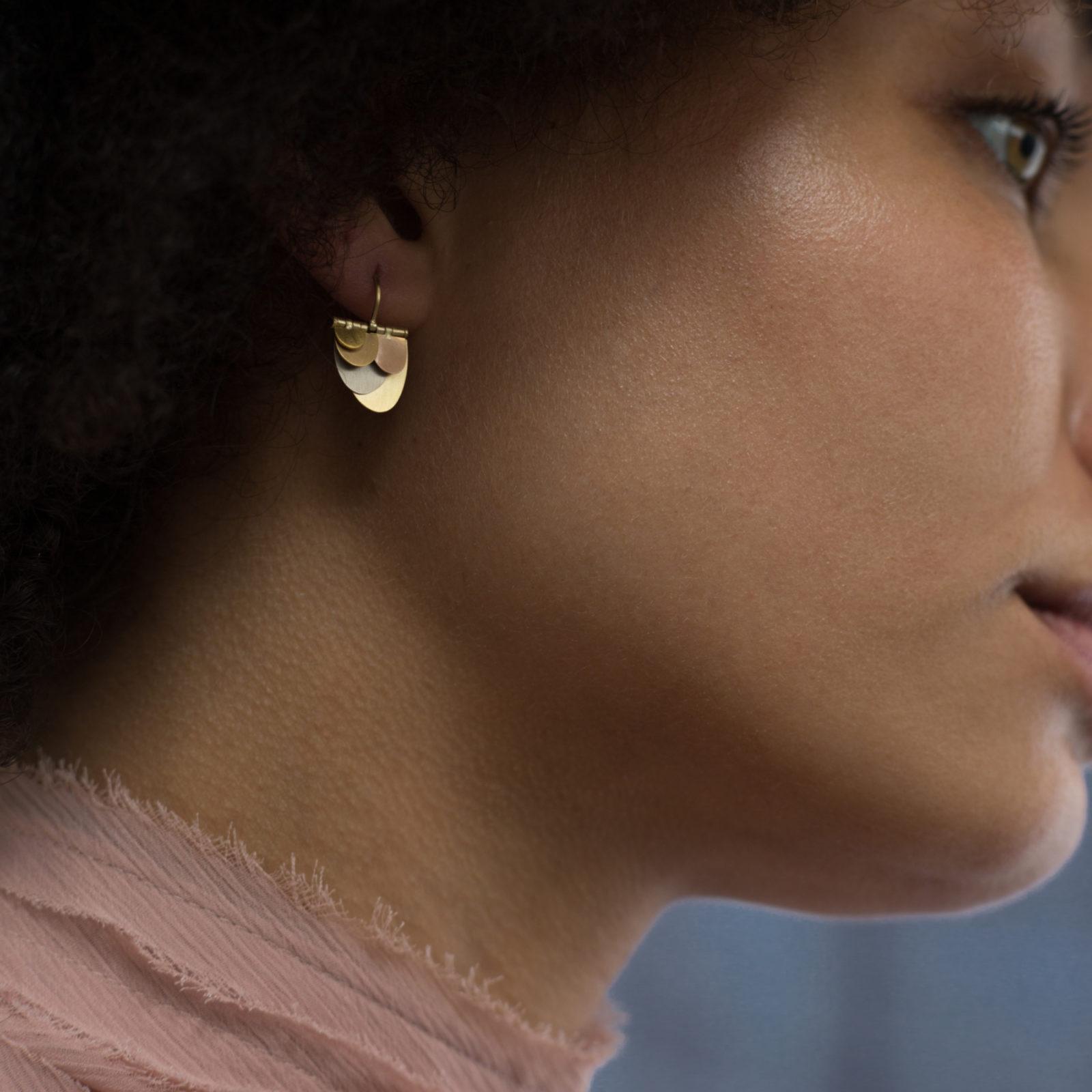 Sia Taylor FE4 RAIN Rainbow Gold Earrings M