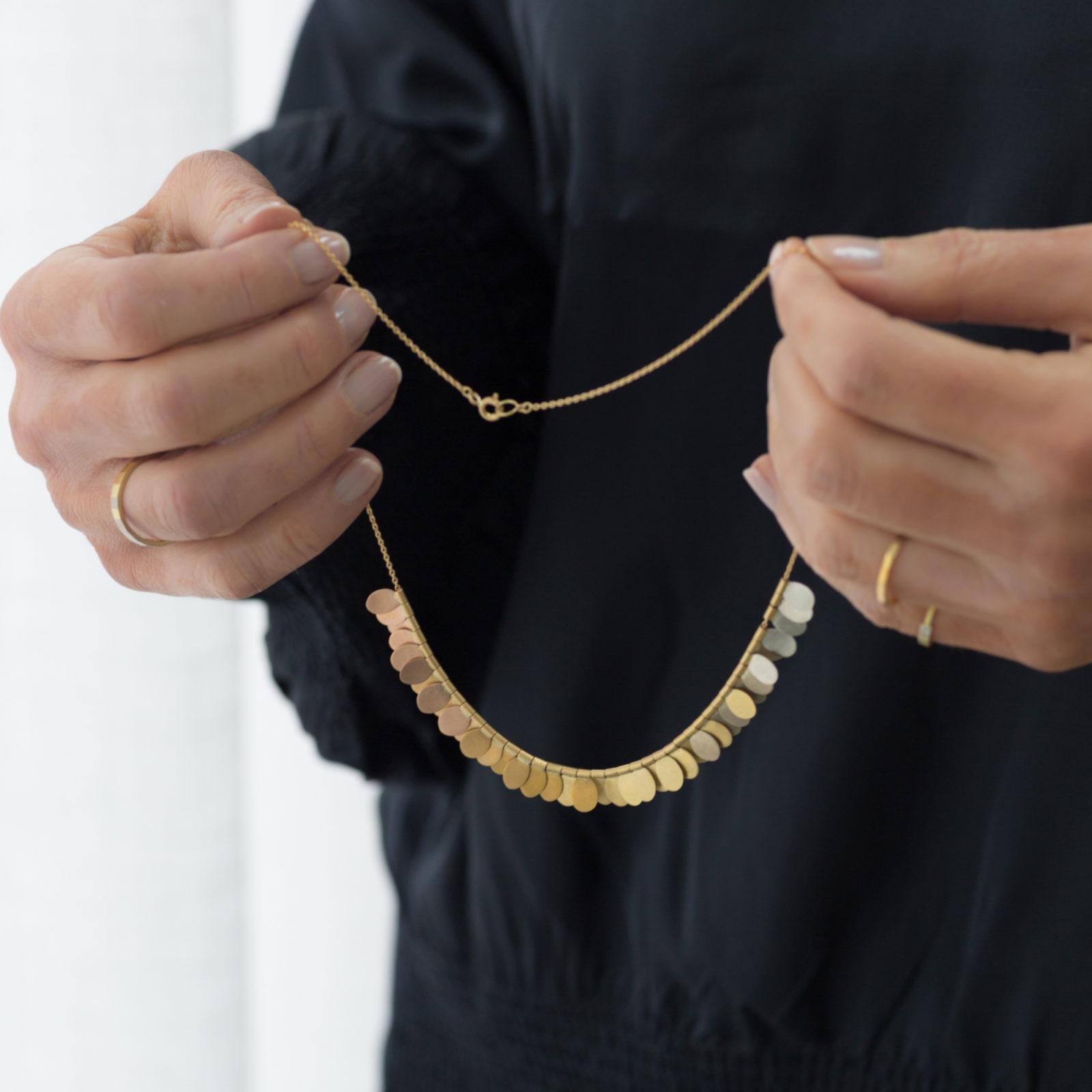 Sia Taylor FN1 YRAIN Rainbow Gold Necklace Hand M